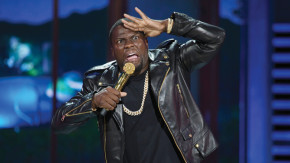 """8P05_D002_00556 In Universal Pictures' Kevin Hart: What Now?, comedic rockstar KEVIN HART follows up his 20 13 hit standup concert movie Let Me Explain, which grossed $32 million domestically and became the thirdhighest live standup comedy movie of all time. Hart takes center stage in this groundbreaking, recordsetting, soldout performance of """"What Now?""""—filmed outdoors in front of 50,000 people at Philadelphia's Lincoln Financial Field—marking the first time a comedian has ever performed to an atcapacity football stadium. Credit: Frank Masi"""